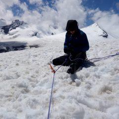 Verankerung im Schnee mit T-Anker.